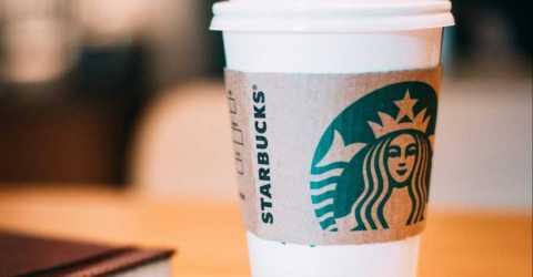 Сеть кофеен Starbucks добавит возможность расплачиваться в биткоинах